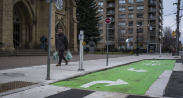 Toronto: Il design della pista ciclabile consente anche il parcheggio funebre