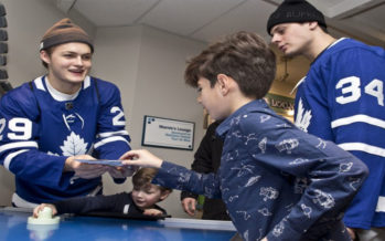 Toronto: i ragazzi del  Maple Leafs fanno  visita al Sickkids