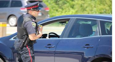 Toronto: arrestato un uomo di Newmarket  dopo aver guidato su Yonge Street senza un pneumatico ed in stato di ebbrezza