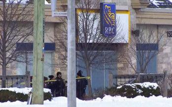 Vaughan: Gli inquirenti restano sulla scena  della banca RBC a Vaughan, indagando su ciò che ha provocato la drammatica situazione