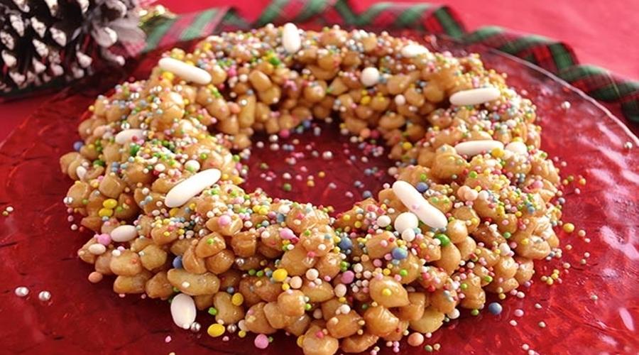 Italia viaggio gastronomico : gli struffoli il dolce di Natale tipico della tradizione napoletana
